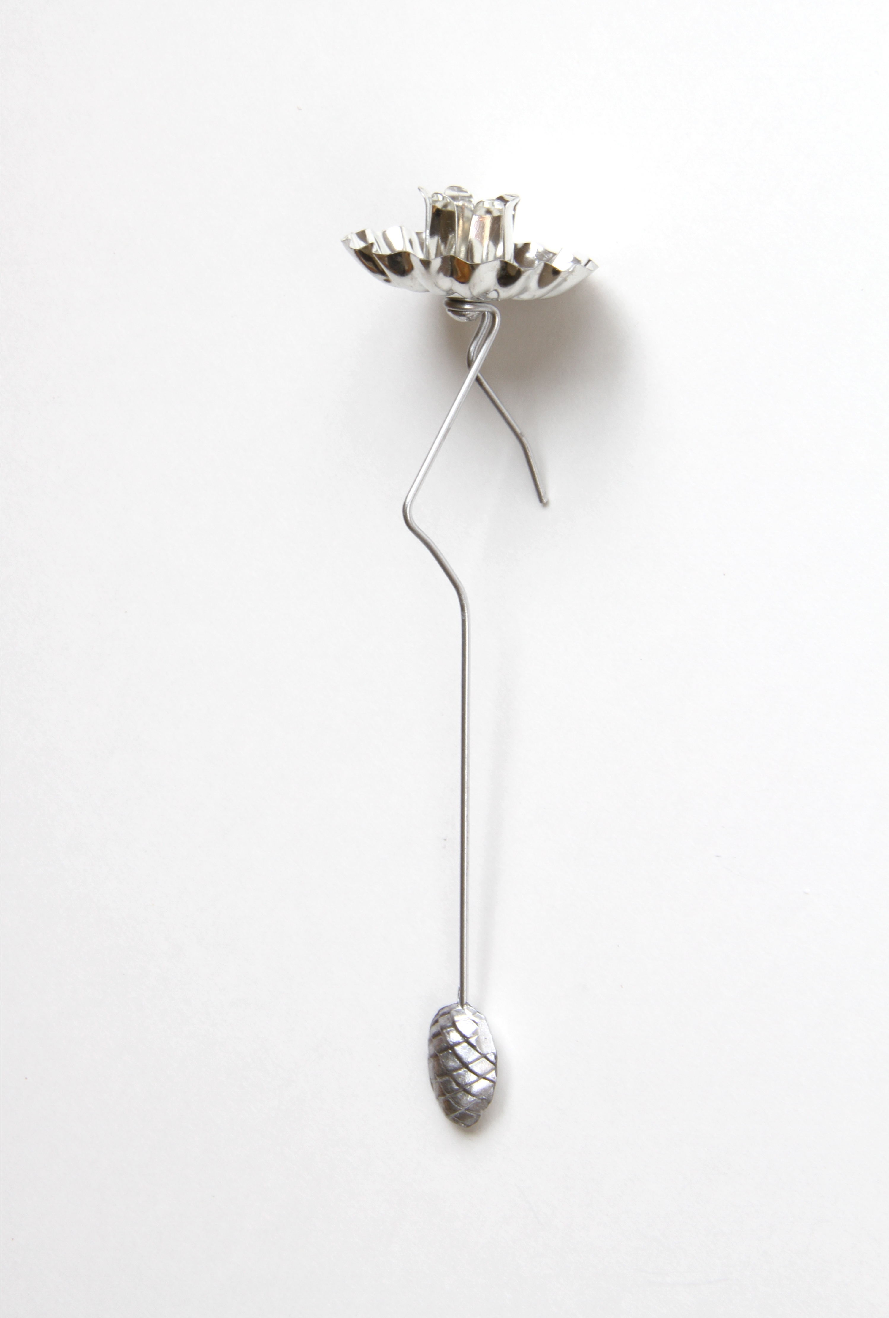 pendulum christmas tree candle holder with pine cone